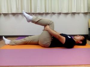 足首背屈①(仰向け、膝屈曲位)