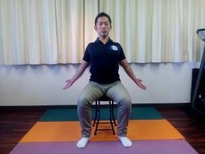 胸椎の連動呼吸(座位)②