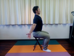 胸椎の連動呼吸(座位)③